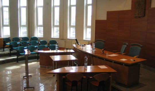 Is COVID-19 causing empty court rooms?